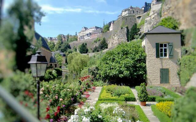 Luksemburgun-Muhtesem-Bahceleri-640x400