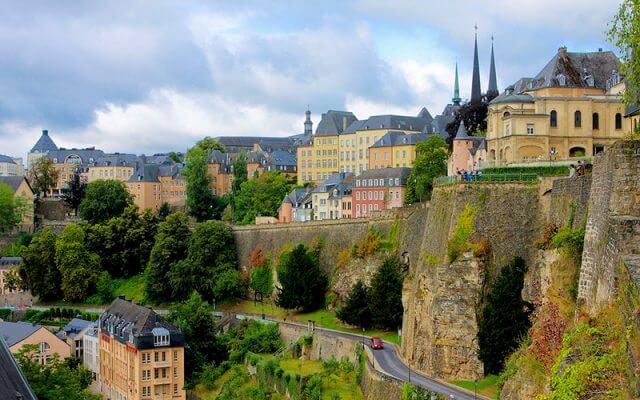 Petrusse-Kazamatlarindan-Luksemburgun-Gorunumu-640x400