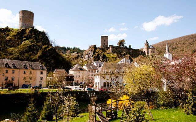 Tabloyu-Andiran-Gorunumu-ile-Esch-sur-Sure-1-640x400
